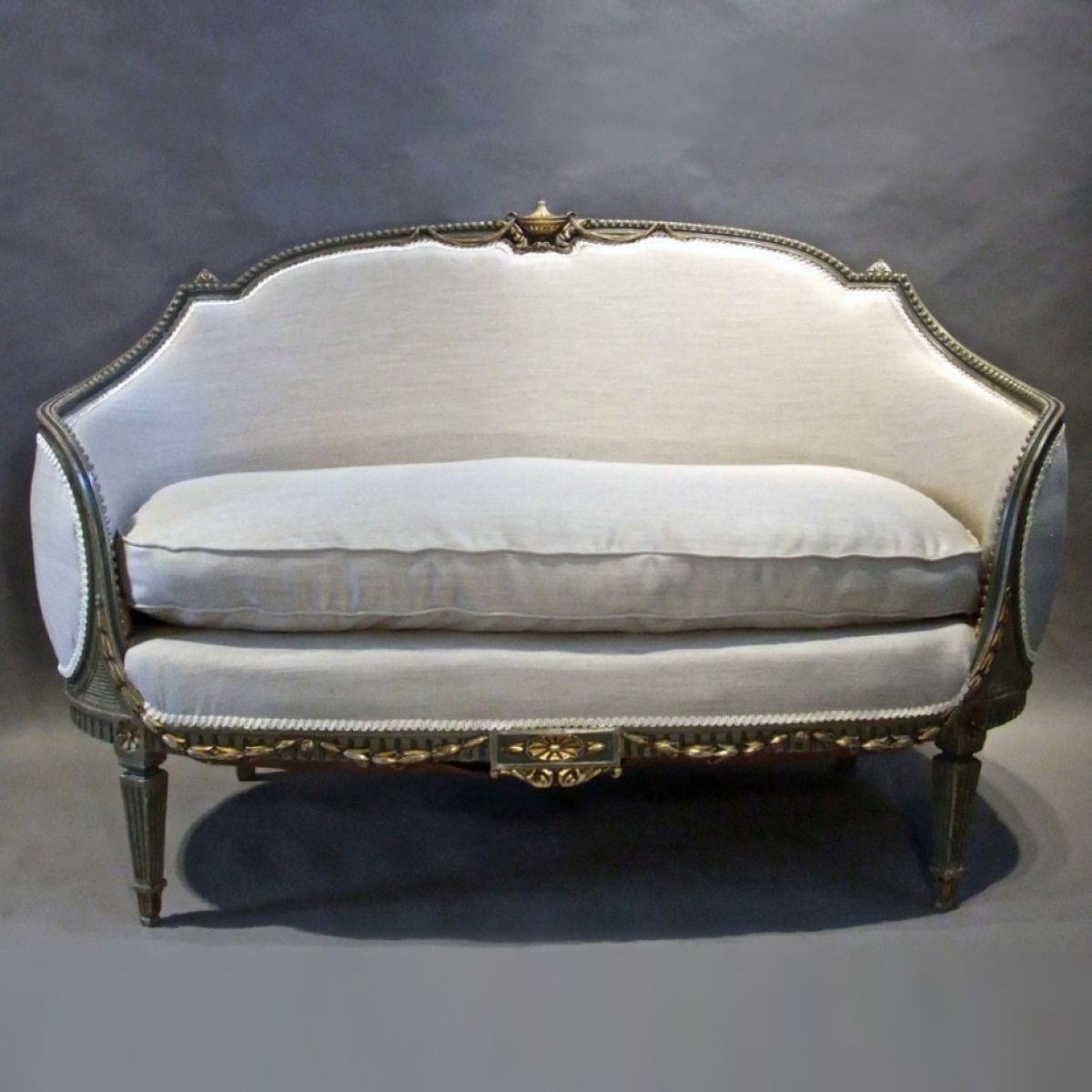 Neo classical sofa stock decorative antiques for Stock sofas madrid